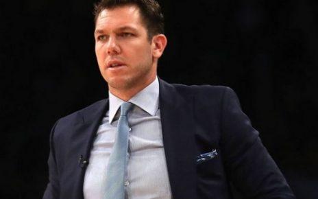 Walton Dipecat Dan Dikeluarkan Dari Lakers